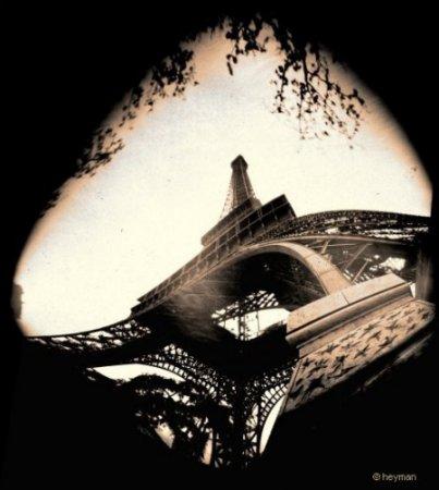 Pinhole, La tour Eiffel c'est � Paris