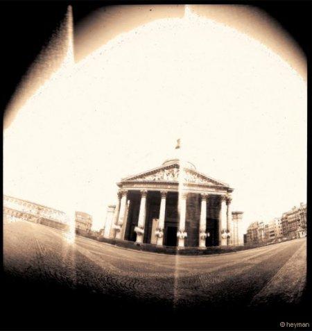 Pinhole, Le pantheon au quartier Latin, ou les touristes remplacent les �tudiants, pourquoi pas ?